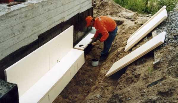 Утепление ленточного фундамента нужно ли оно применяемые материалы и технологии а также инструкция как сделать все своими руками